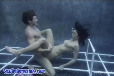 Asztali tánc pornó